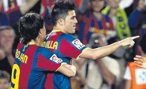 Bojan i Villa celebrują strzelenie bramki w barwach Barcelony