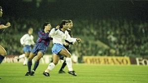 Martino debiutował na Camp Nou, grając przeciw Zubizarretcie, Eusebio i Amorowi