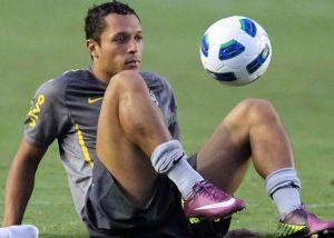 Adriano: Czekam na Thiago Silvę w Barçy