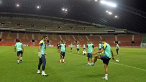 Tello i Dos Santos trenowali z grupą