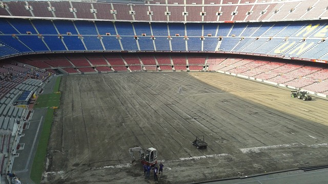 Instalacja systemu podgrzewania boiska oraz wymiana murawy na Camp Nou