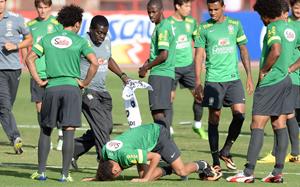 Uraz Neymara podczas treningu reprezentacji Brazylii