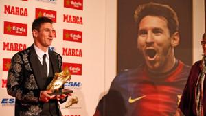 Messi zaprezentuje Złotego Buta przed meczem z Granadą
