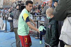 Pedro podarował koszulkę choremu chłopcu