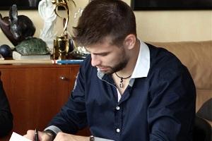 Bartra, Montoya i Piqué – kolejka kontraktów