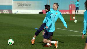 Iniesta trenuje z zespołem