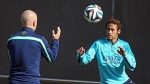 Neymar już ćwiczy z piłką