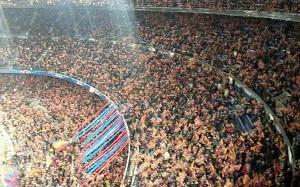 Flagi na trybunach Camp Nou
