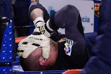 Víctor Valdés zerwał więzadło!