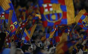 100 tysięcy flag na Camp Nou