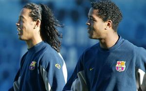 Kluivert: Ronaldinho pomógł wrócić Barcelonie na szczyt