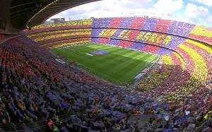 """Mozaika i hymn """"a capella"""" na Camp Nou"""