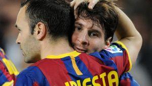 Iniesta poddaje się Messiemu