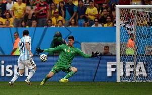 Courtois: Zatrzymałem Messiego, ale nie Higuaína