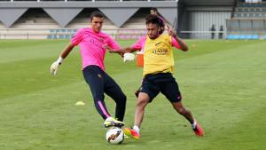 Neymar trenuje z grupą, Vermaelen z fizjoterapeutą