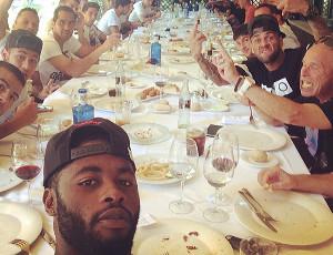 Piłkarze Barcelony wzięli udział we wspólnym obiedzie