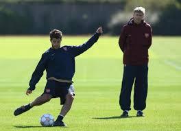 Wenger chciał sprowadzić Messiego, Cesca i Piqué