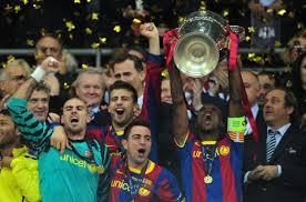 Eric Abidal wznosi Puchar Ligi Mistrzów