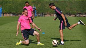Siedmiu graczy na treningu