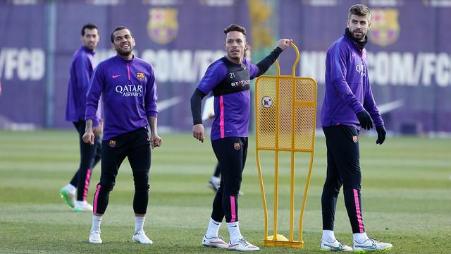 Alves trenował z grupą
