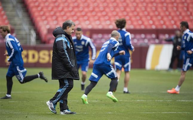 Martino: Messi wciąż odczuwa ból stopy