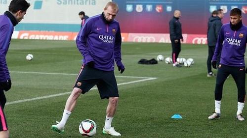 Mathieu: Mój syn wolał, żebym grał z Messim, niż został w Valencii