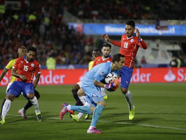 Chile wygrywa na inauguracje