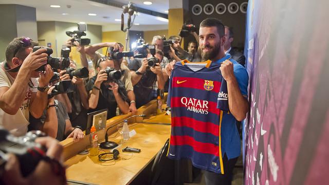 Arda Turan: Cieszę się z bycia częścią FC Barcelony