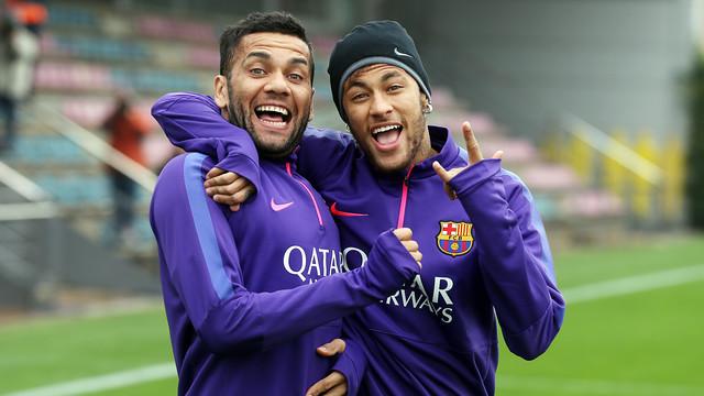 Neymar i Dani Alves wracają do treningów