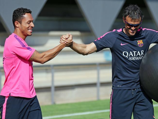 Luis Enrique przekonał Adriano do pozostania