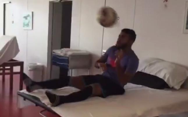 Piłka towarzyszką Rafinhii w procesie rehabilitacji