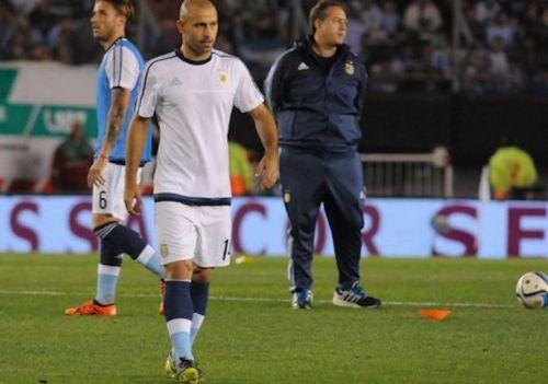 Kontuzja Mascherano na tydzień przed El Clásico