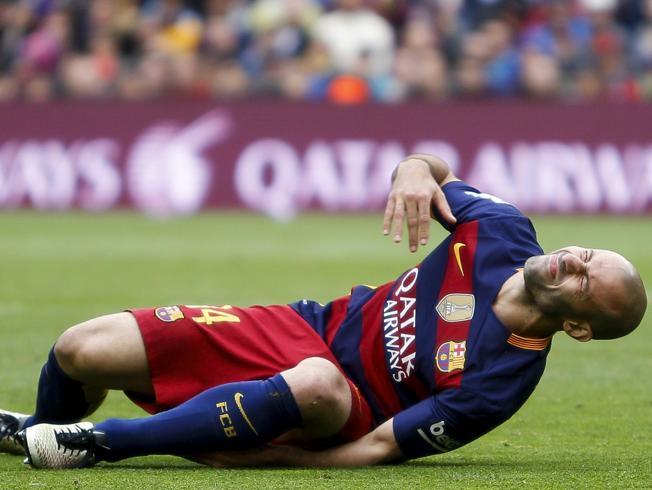 Javier Mascherano opuścił boisko z urazem