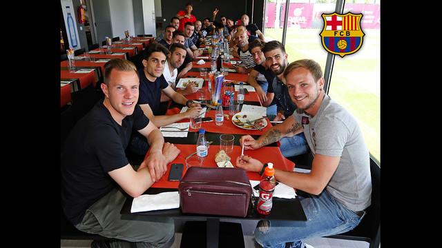 Wspólny posiłek pierwszej drużyny