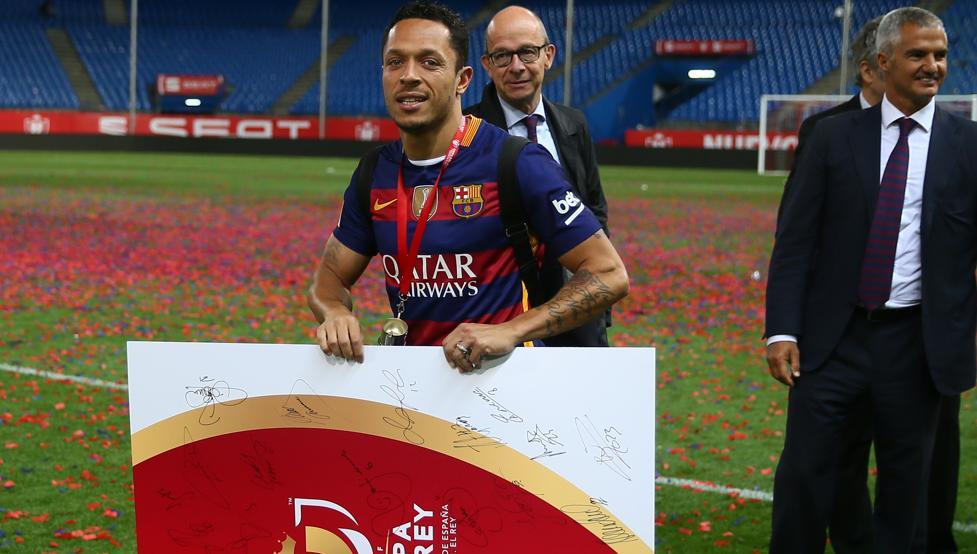 Adriano rozmawiał z przedstawicielami Barçy o odejściu