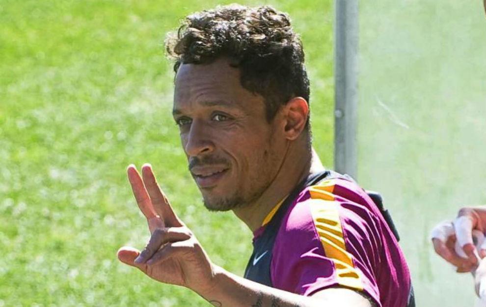 FC Barcelona nie chce wypuścić Adriano za darmo