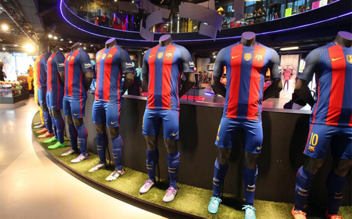 Barça chce rozpocząć sezon ze sponsorem na koszulkach