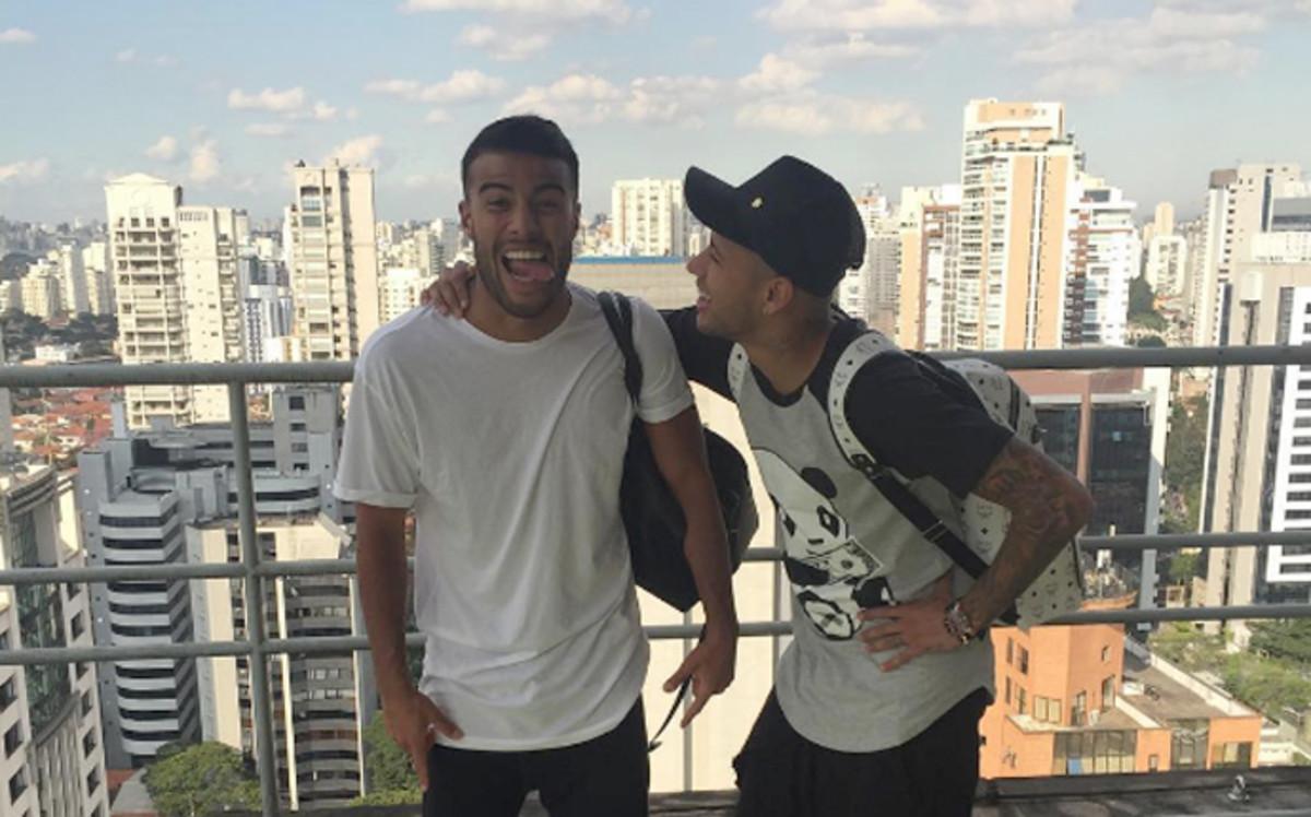 Neymar i Rafinha są już w Brazylii