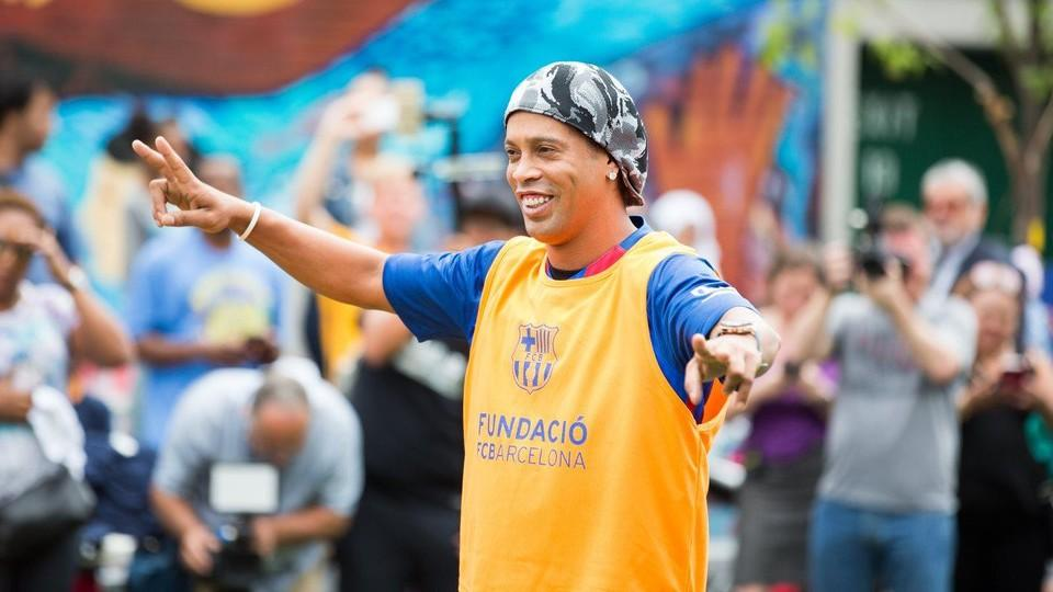 Ronaldinho: Jestem szczęśliwy, widząc Messiego i Neymara tworzących historię