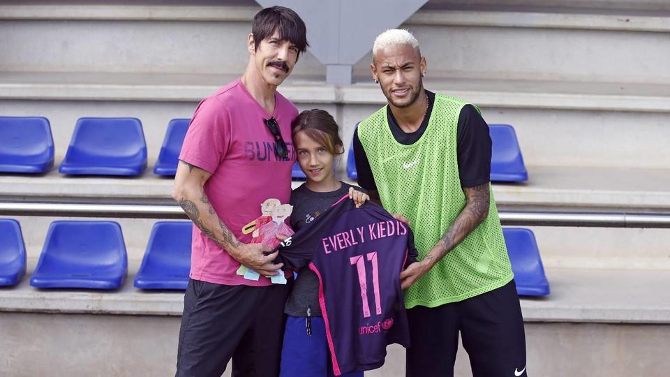 Anthony Kiedis odwiedził zawodników na treningu