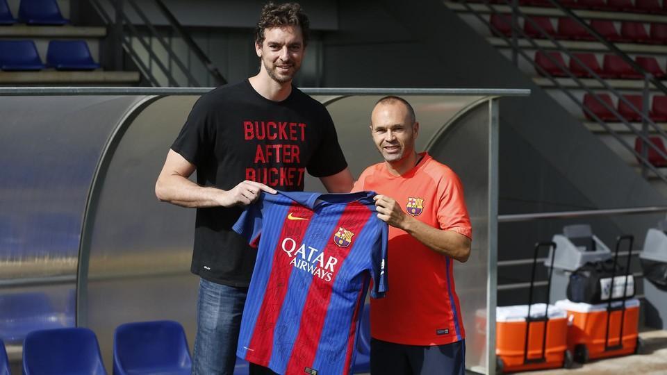Pau Gasol odwiedził zawodników na treningu