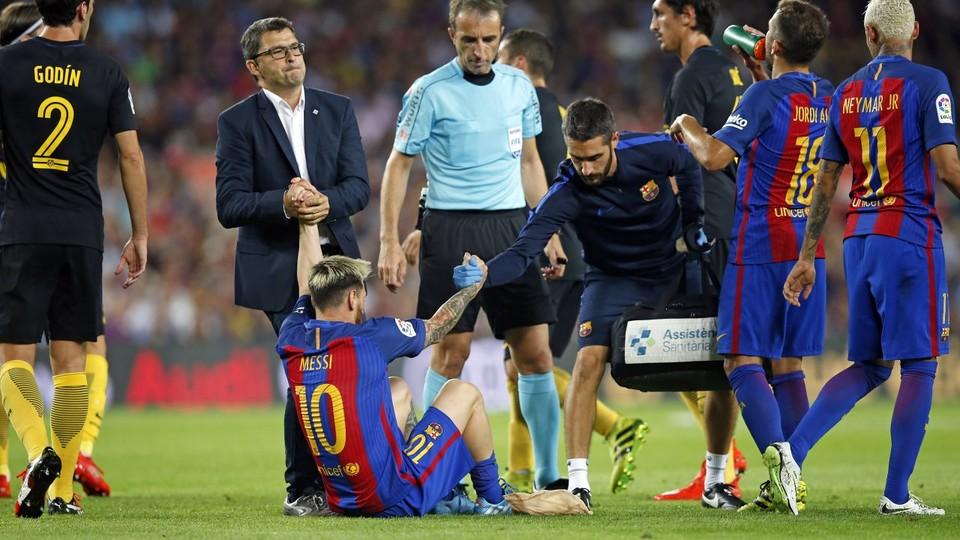 Kontuzja Messiego w meczu z Atlético!