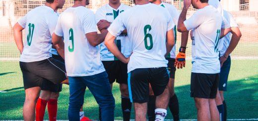 Jak się ubrać, by gra w piłkę była przyjemna w każdych warunkach?